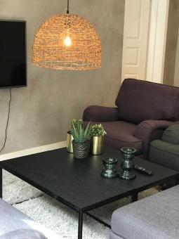 Vardagsrum med smart tv, chomecast.